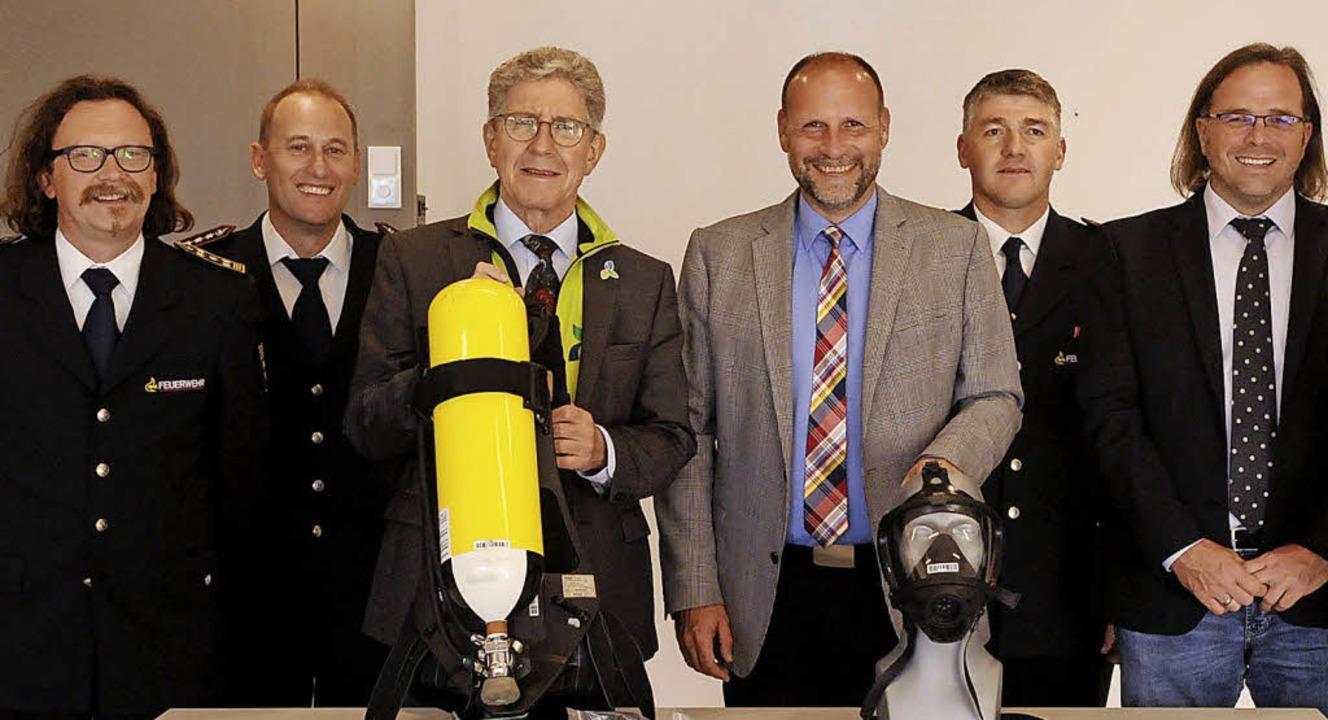 Thomas Happersberger (Feuerwehrchef La...n Vertrag am Mittwoch unterschrieben.   | Foto: Wolfgang Künstle