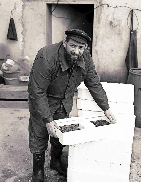 Der Weisweiler Fischer Balthasar Ehret...zu errichten. Das Foto entstand 1974.   | Foto: privat
