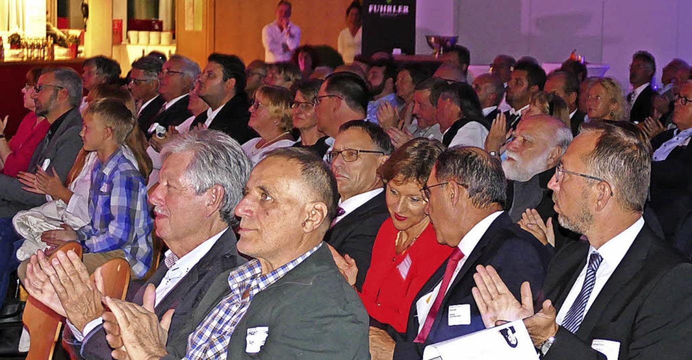 Zu den Gästen gehörte auch Landrätin Marion Dammann (in Rot)  | Foto: Ralf H. Dorweiler