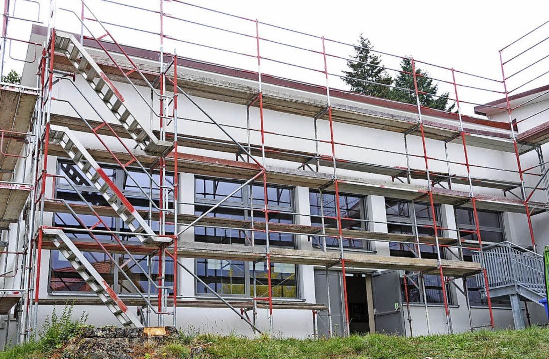 Nicht nur der Neubau, auch der Erhalt ...e Festhalle Endenburg im Januar 2017.     Foto: Robert Bergmann