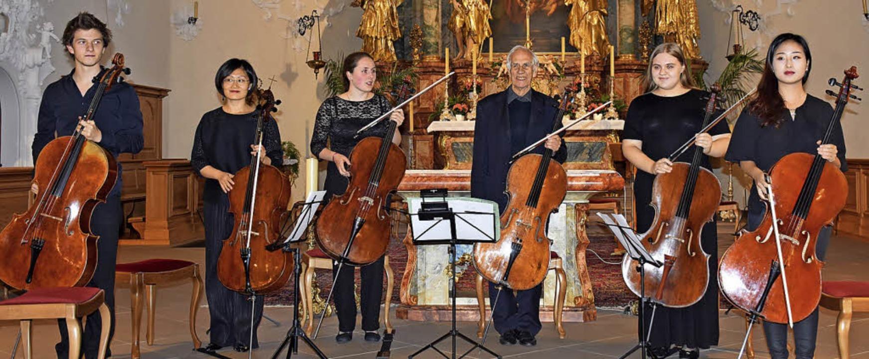 Wolfgang Böttcher (Dritter von rechts) mit seinen Meisterschülern   | Foto: Thomas Biniossek