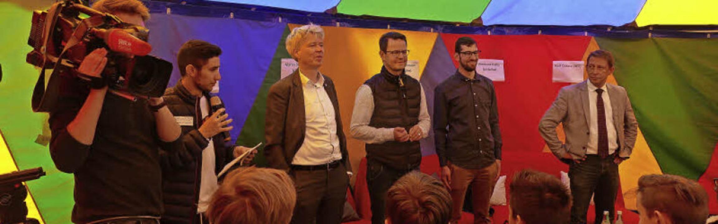 Auch das SWR-Fernsehen zeichnete beim ...ens, Tobias Isenmann und Ralf Özkara.   | Foto: Ralf Burgmaier