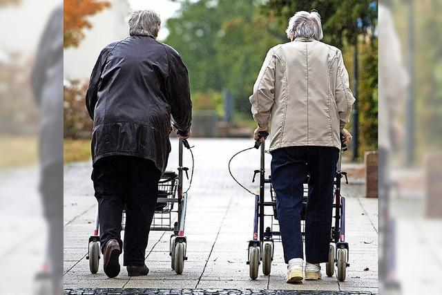 Weniger Menschen, die aber älter werden