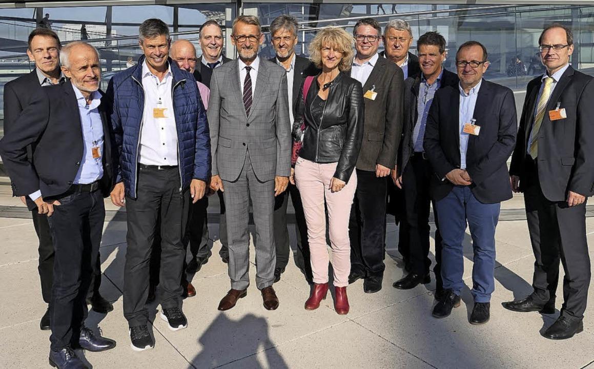 Die Bürgermeister mit Armin Schuster (Mitte)   | Foto: Büro Schuster