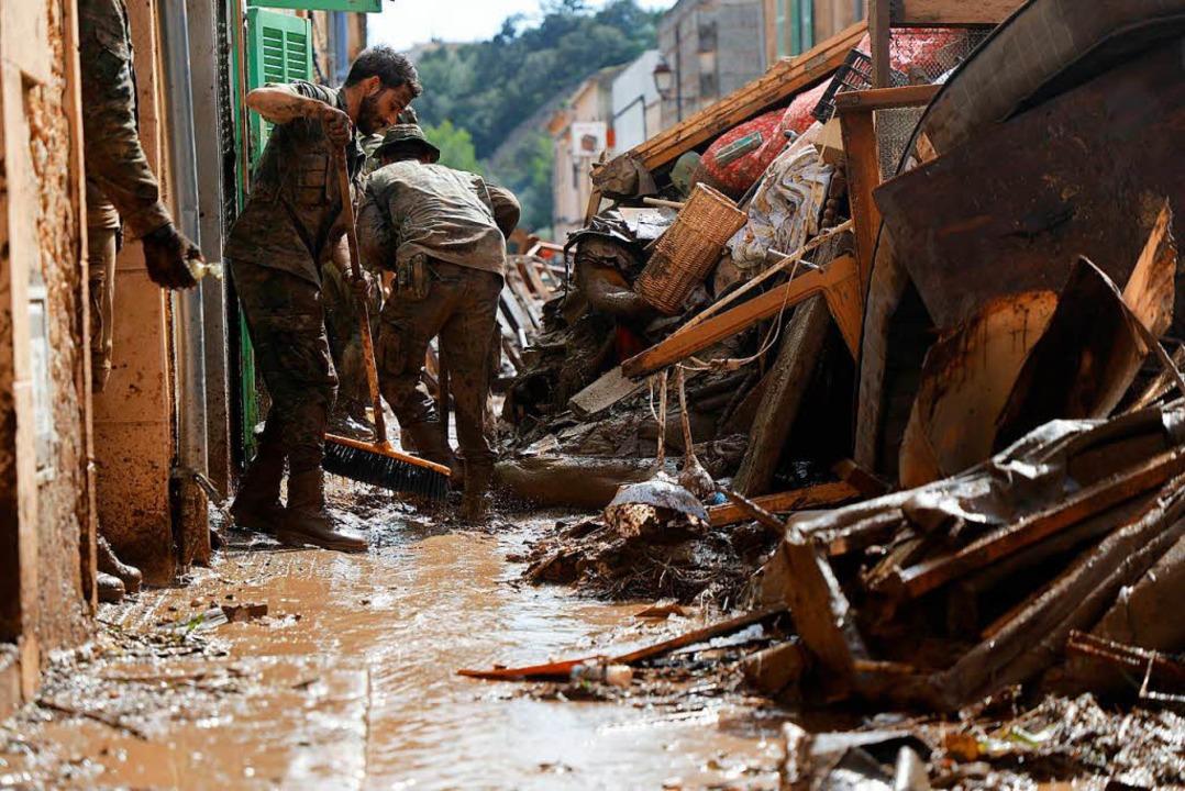Aufräumarbeiten in Sant Llorenc Des Cardassar    Foto: DPA