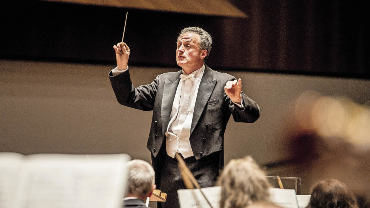 Fabrice Bollon am Pult des Philharmonischen Orchesters.  | Foto: Britt Schilling