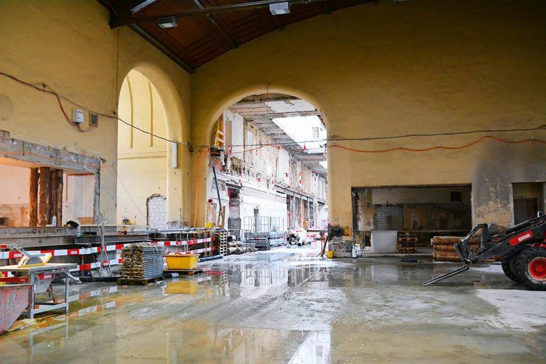 Der Westflügel des  Bahnhofs SBB wird ...rt und um ein Untergeschoss erweitert.  | Foto: Annette Mahro