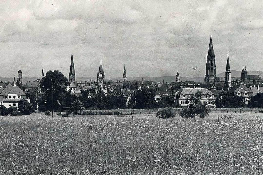 """""""Das Dorf hat Dächer, die Stadt ...latz zur Innenstadt (Aufnahme um 1920)    Foto: Augustinermuseum"""