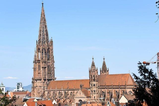 Prominente Freiburger freuen sich über die Sanierung des Münsterturms