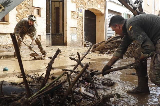König Felipe besucht Katastrophenopfer auf Mallorca