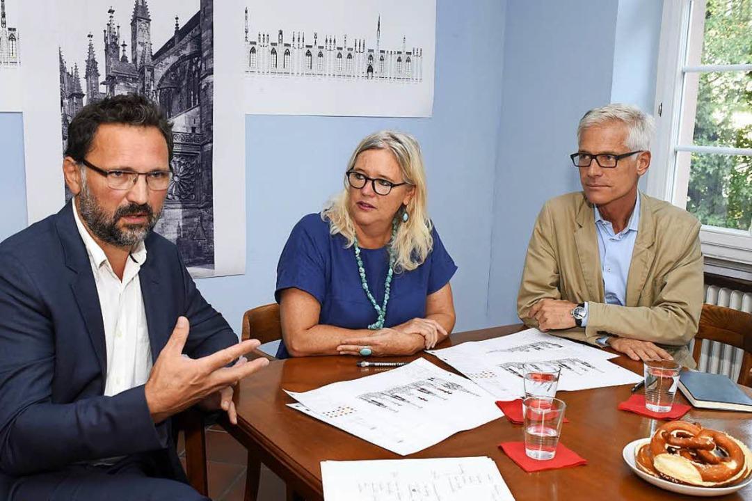 Die Münsterbaumeister (v.l.): Eric Fischer, Yvonne Faller und Andreas Hindemann  | Foto: Thomas Kunz