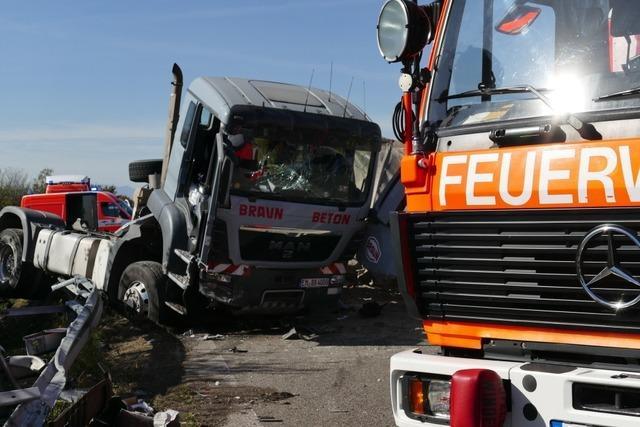 Schwerer Lkw-Unfall auf der A5 bei der Anschlussstelle Bad Krozingen