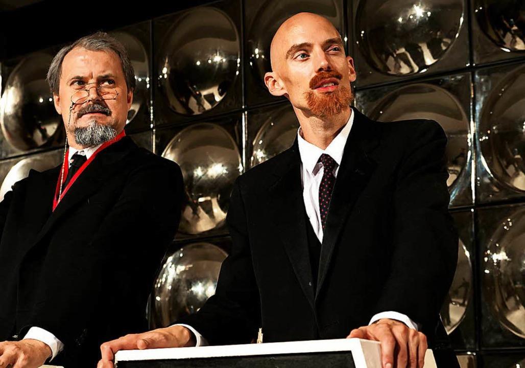 Spielen Russisches Roulette: Markus Schlüter (links) und Florian Wetter  | Foto: Manuel Kreitmeier