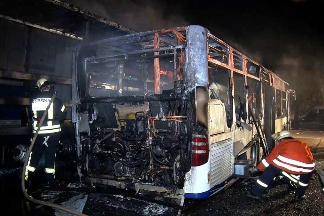 Ein Linienbus brannte in Seelbach aus.  | Foto: Wolfgang Künstle