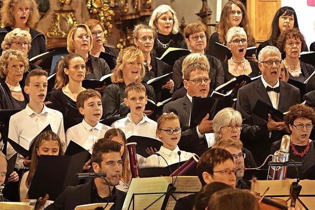 Bad Säckinger Kammerchor glänzt anlässlich seines 25-jährigen Bestehens im Fridolinsmünster mit