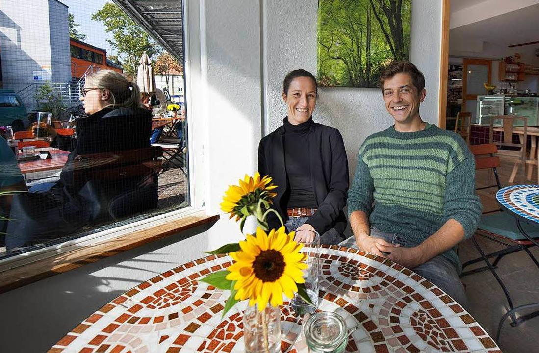 Jonas Hartmann mit Caféleiterin Franziska Wegerer.   | Foto:  sel
