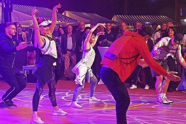 Atemberaubende Tanzdarbietungen, Genuss und kräftiger Sound