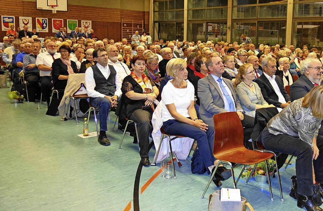 300 Geburtstagsgäste: Der Tegernauer F...den Ansturm  beim Festakt kaum fassen.  | Foto: Gudrun Gehr
