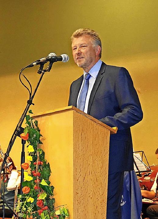 Bürgermeister Schönbett bei seiner Ansprache.  | Foto: Gudrun Gehr