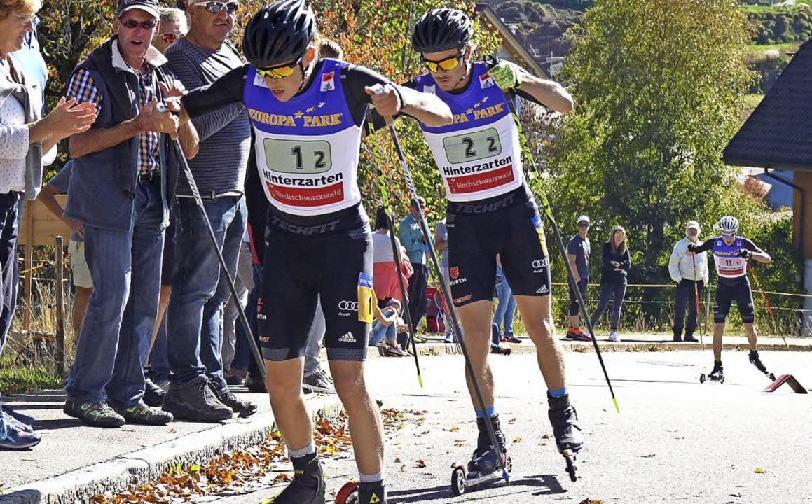 Positionskampf um Gold im Teamsprint a...ric Frenzel (links) und Fabian Rießle.  | Foto: scheu