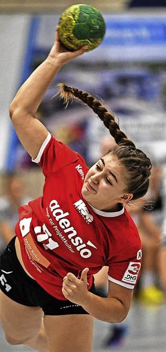 Traf für die HSG  akrobatisch am Kreis:  Marie Lipps   | Foto: Seeger
