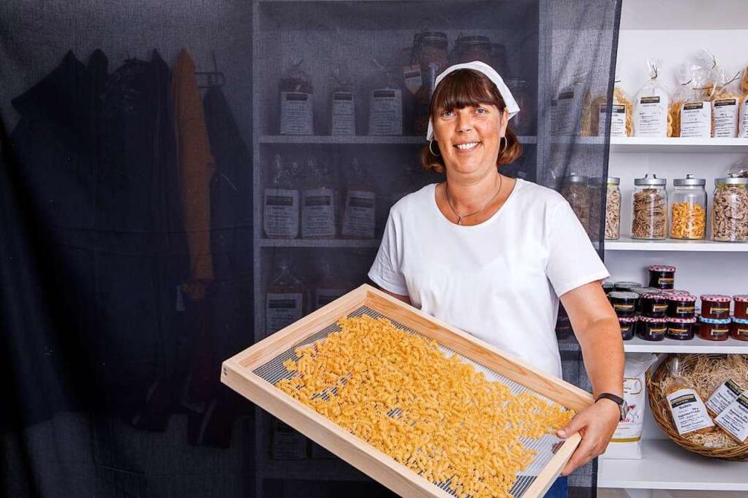 Gabriele Marienhagen mit ihren selbstgemachten Nudeln.   | Foto: Joss Andres