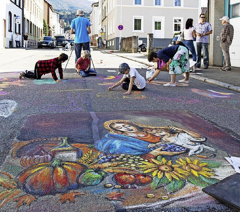 Straßenmalkunst, Kunsthandwerk und off...Mischung, die viele Besucher anlockte.  | Foto: Gabriele Zahn