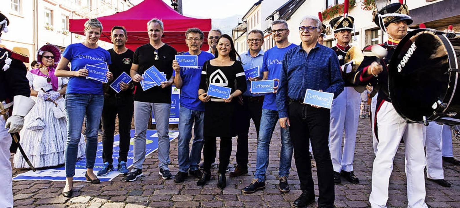 Vertreter des Zweitälerland-Tourismus,...er Historischen Bürgerwehr Waldkirch.   | Foto: Fotos: Gabriele Zahn