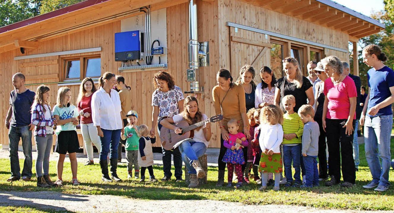 Zur Eröffnung sangen die Kinder gemeinsam mit den Erziehern einige Lieder.   | Foto: Louis Groß