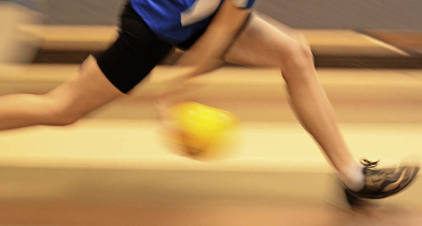 Von wegen ruhige Kugel: Kegeln ist ein...Sport, der Körper und Geist fordert.    | Foto: patrick seeger