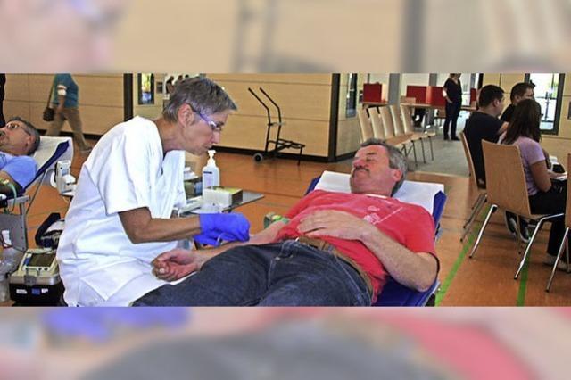 Auch die Patenkompanie spendet Blut