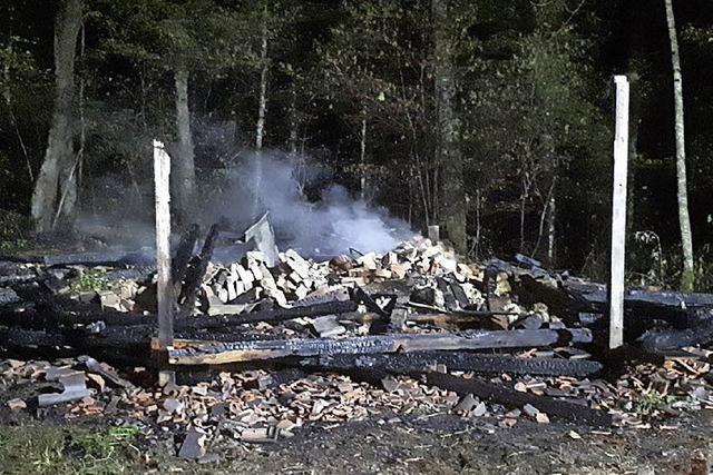 Hütte im Wald über Kandern brennt ab