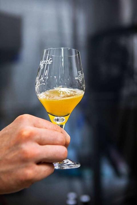 Nicht vergleichbar mit einem industriell hergestellten Bier.   | Foto: Joss Andres