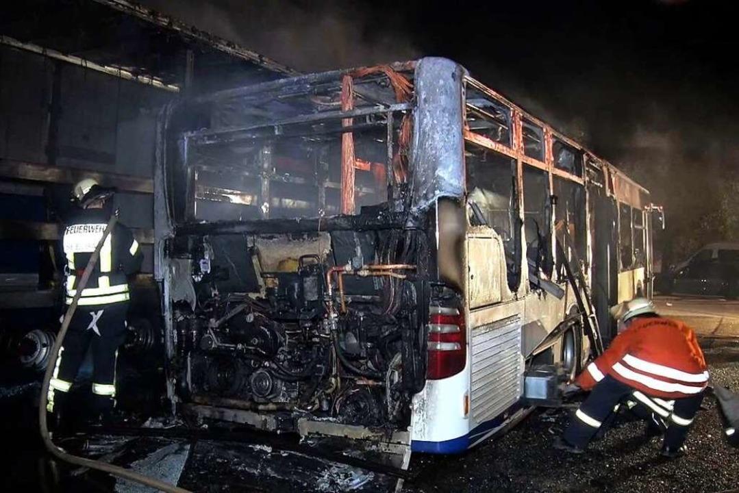In der Nacht zum Sonntag ist in Seelbach ein Bus ausgebrannt.  | Foto: Wolfgang Künstle