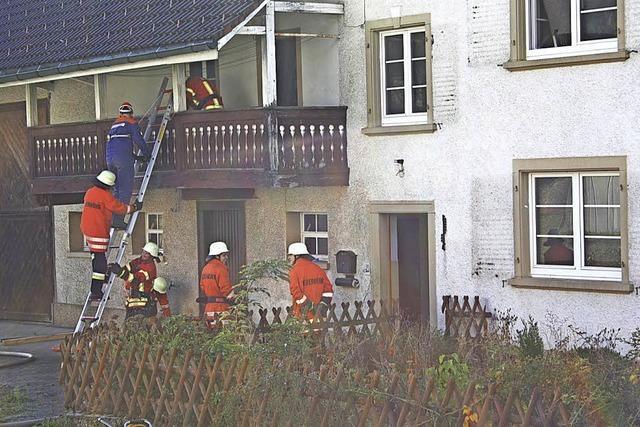 Feuerwehrkameraden zeigen ihr fachliches Können