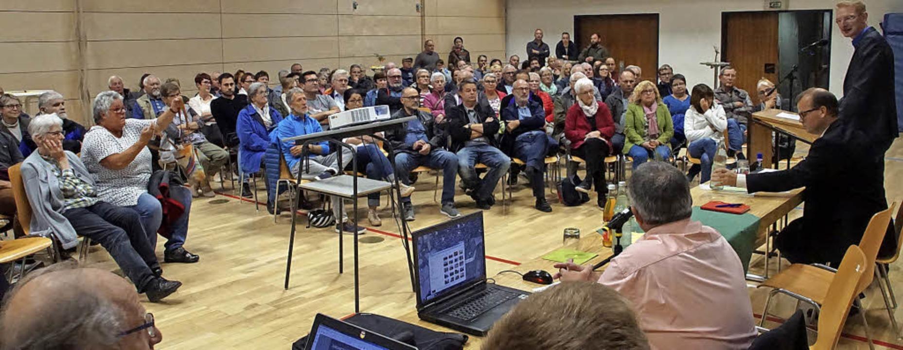 Der Andrang bei der Bürgerversammlung am Mittwoch war groß.   | Foto: Ilona Hüge