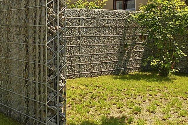 ÜBRIGENS: Die Mauer im Vorgarten