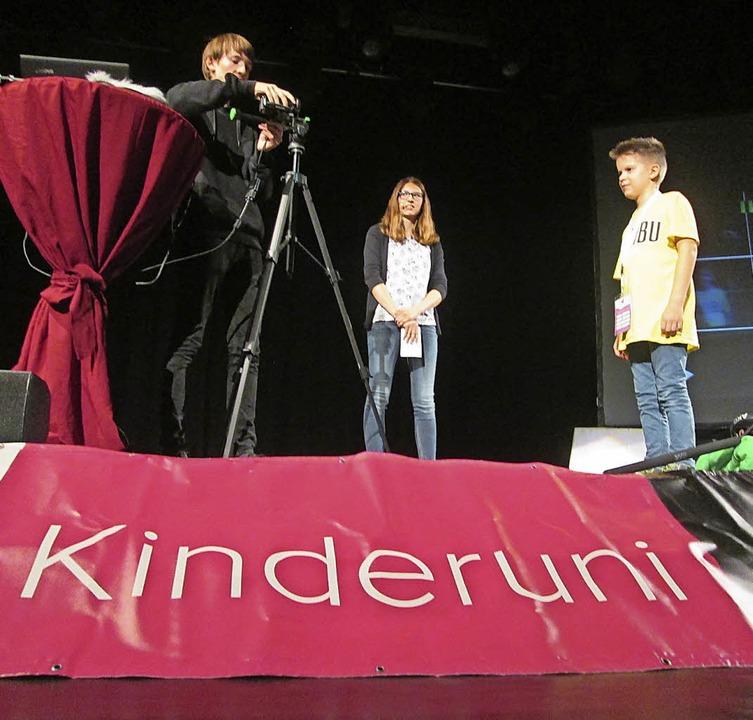 Kameraperspektiven verständlich gezeig...kob Stolze mit Luka aus dem Publikum.   | Foto: Hilko Meine