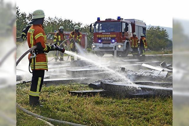 Lkw-Ladung geriet in Brand
