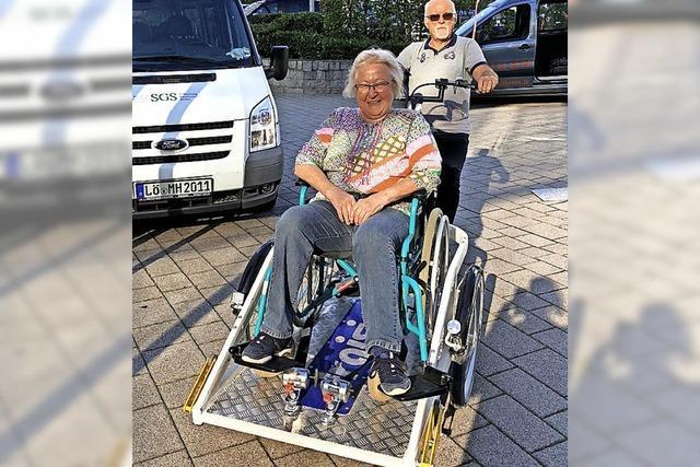 Per Rad und Rollstuhl unterwegs
