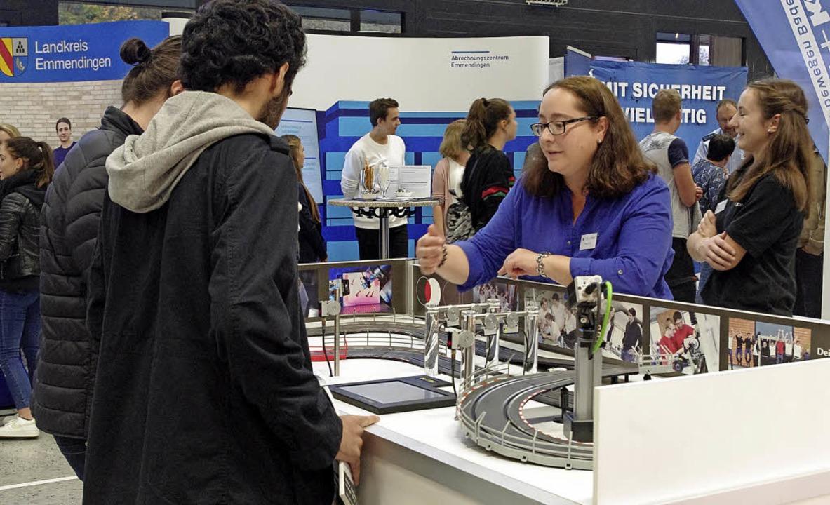 Kontakt mit den Praktikern: Die Job-Start-Börse ermöglicht direkte Information.    Foto: Annika Sindlinger