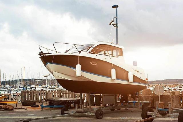 Polizei entdeckt Sportboot-Plagiat bei Kontrolle auf der A 5
