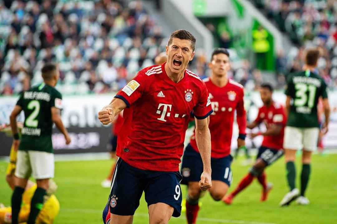 Robert Lewandowski vom FC Bayern jubelt nach seinem Tor zum 0:1 gegen Wolfsburg    Foto: dpa