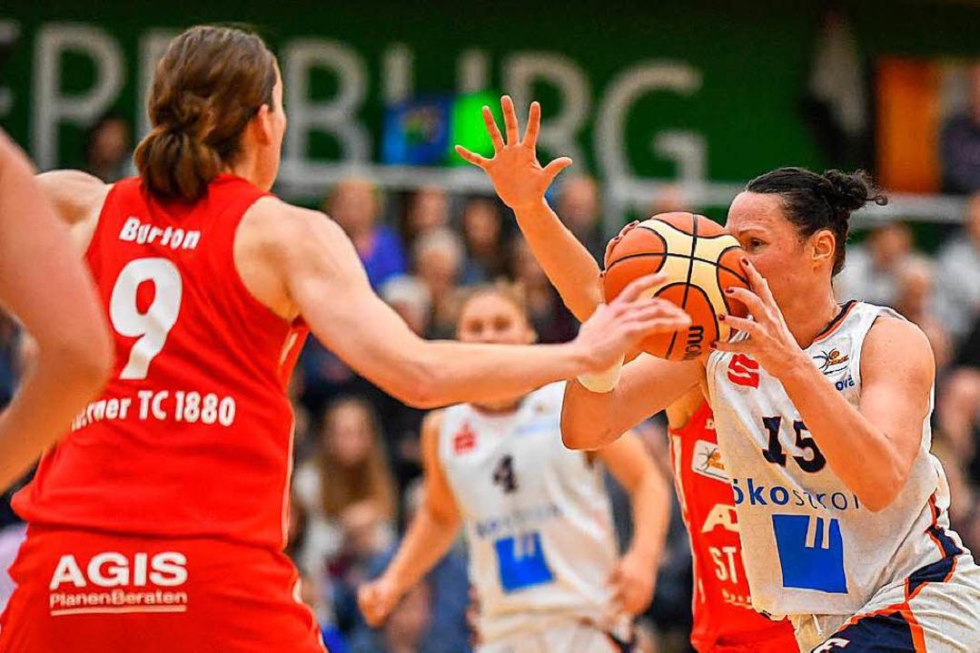 USC-Spielerin Mirna Paunovic (15) steuerte neun Punkte für die Eisvögel bei.    Foto: Patrick Seeger