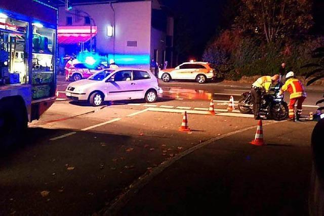 Feuerwehr muss zu zwei Einsätzen ausrücken – Motorradunfall und Hunderettung