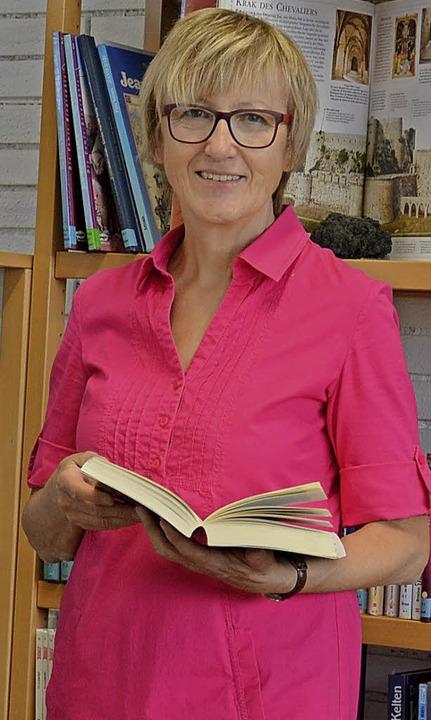 Priska Dürr leitet die Gemeindebücherei in Ringsheim.    Foto: Gemeinde