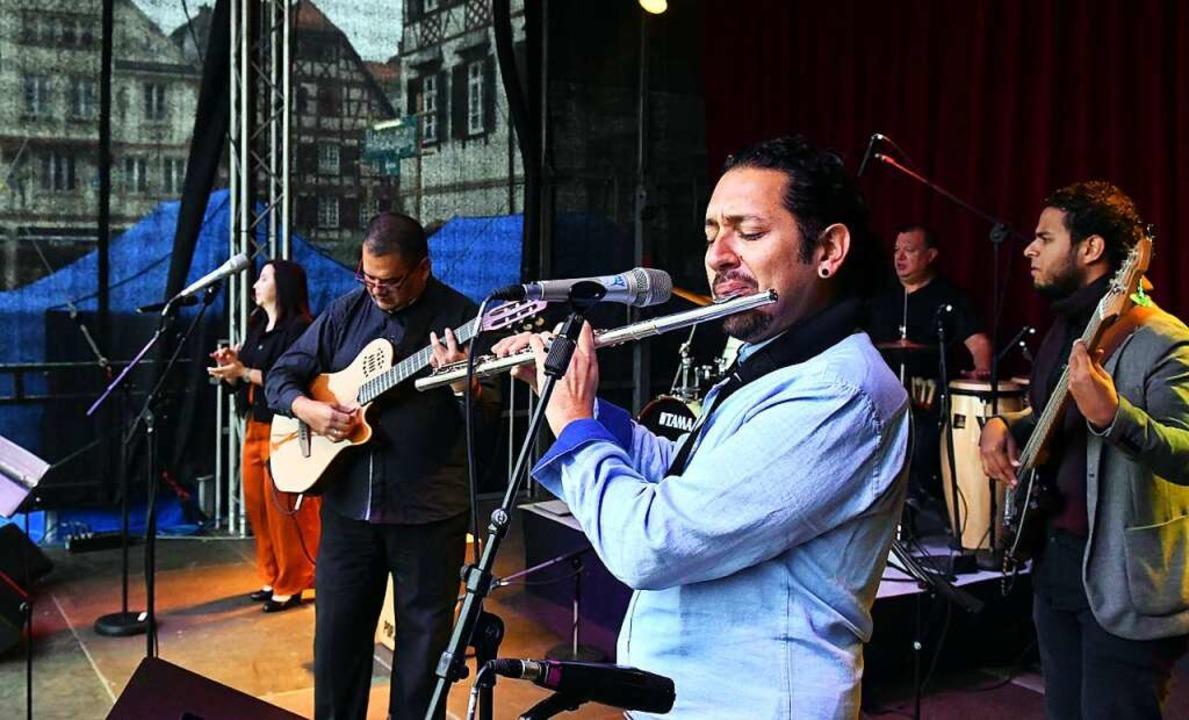 Die Gruppe Son Sin Par aus der costa-r...tnerstadt Alajuela spielte am Samstag.  | Foto: Wolfgang Künstle