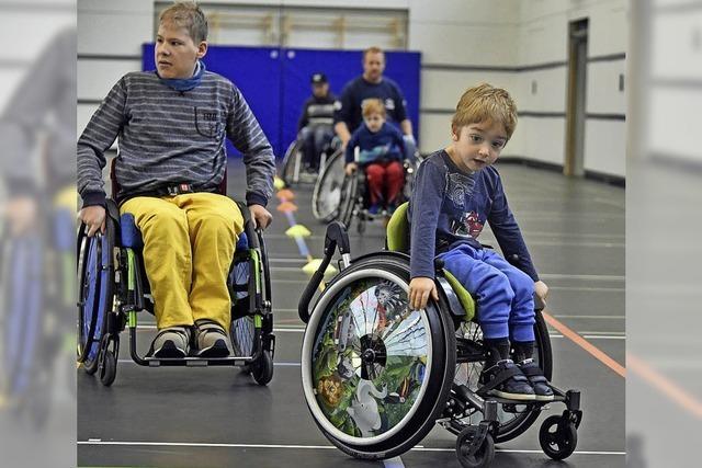 Kinder im Rollstuhl werden fit für den Alltag