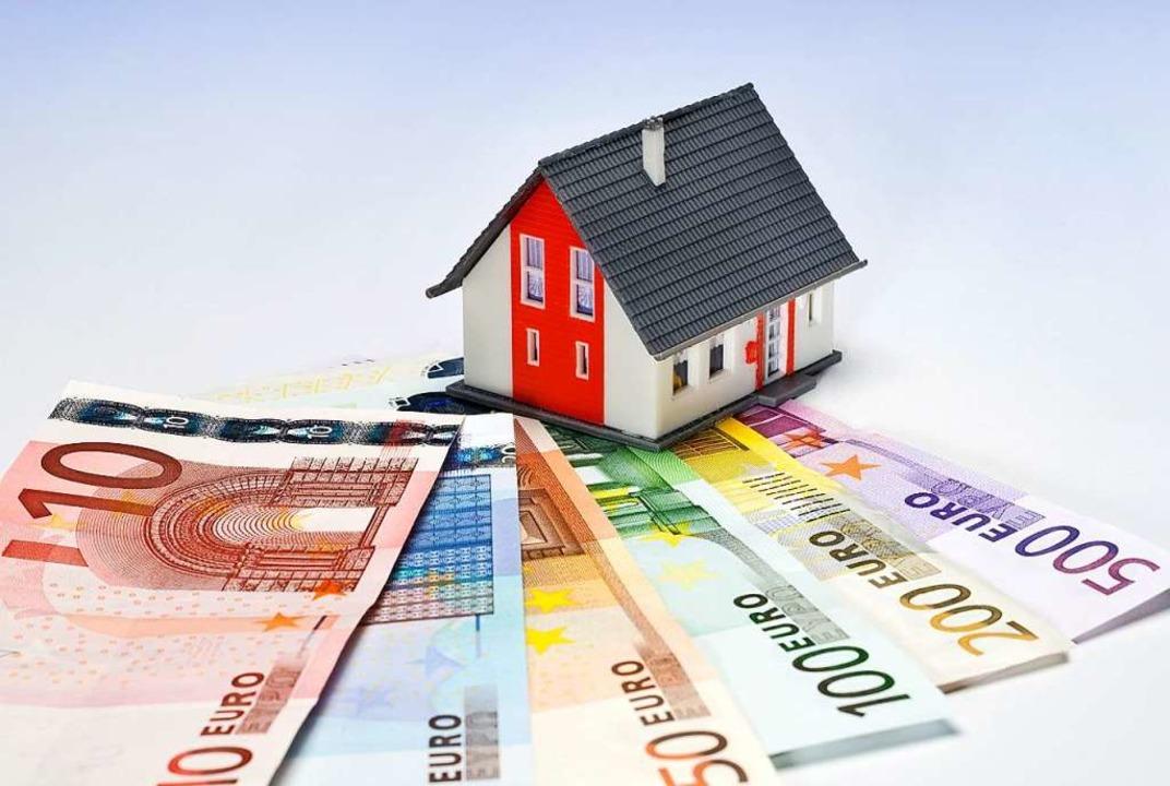 Bezieher geringer Einkommen müssen ein...s für die Wohnung ausgeben als früher.  | Foto: Stock.Adobe