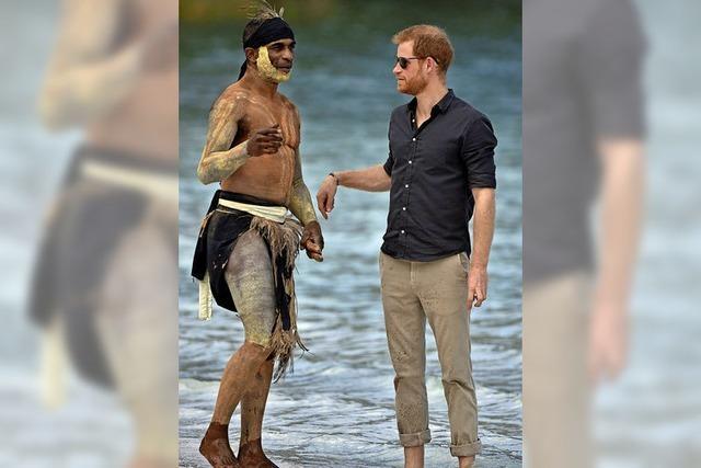 Prinz Harry trifft Ureinwohner